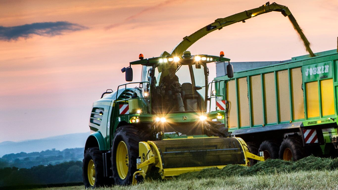 Self-Propelled-Forage-Harvester-Heads-and-Pickups image